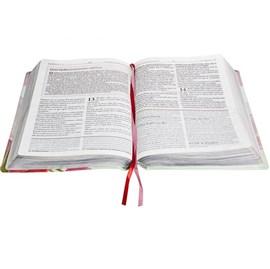 A Bíblia da Mulher | Letra Normal | ARC | Capa Flores Luxo