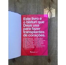 Bíblia Coração Amarelo Jesus Copy | NAA | Capa Dura