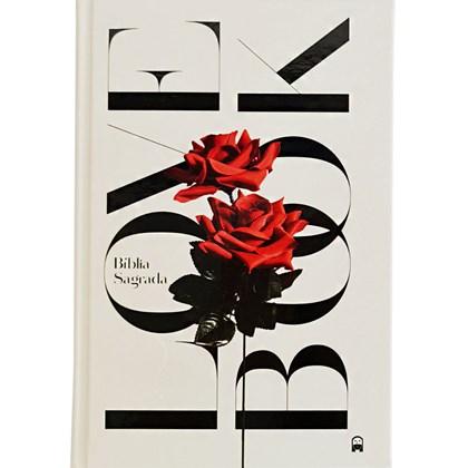 Bíblia Love Book Rosa Jesus Copy   NAA   Letra Normal   Capa Dura